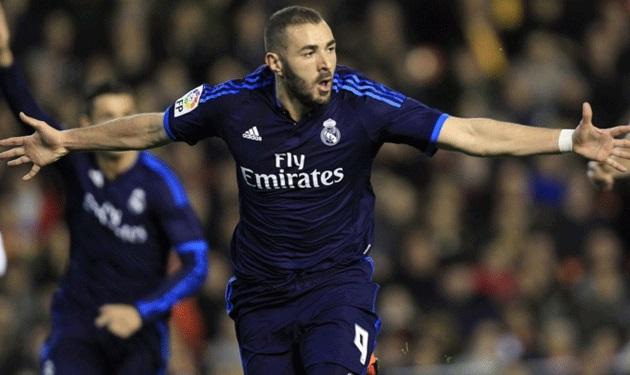 """جماهير فالنسيا ترد على هدف بنزيما بهتافات """"فالبوينا… فالبوينا"""""""